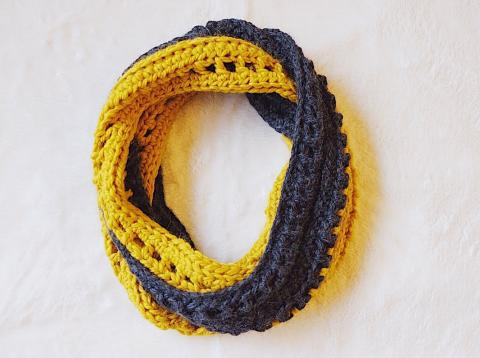 crochet infinity scarf by Radiant Beans